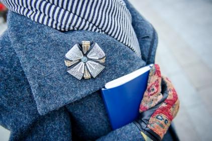 фото Анна Антонова. брошь #ланцандня, шарф Ugart designe, пальто Lounger
