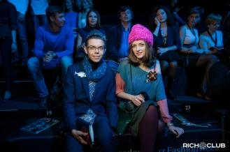 Тим Ильясов и Анна Антонова в шляпах Лилии Фишер