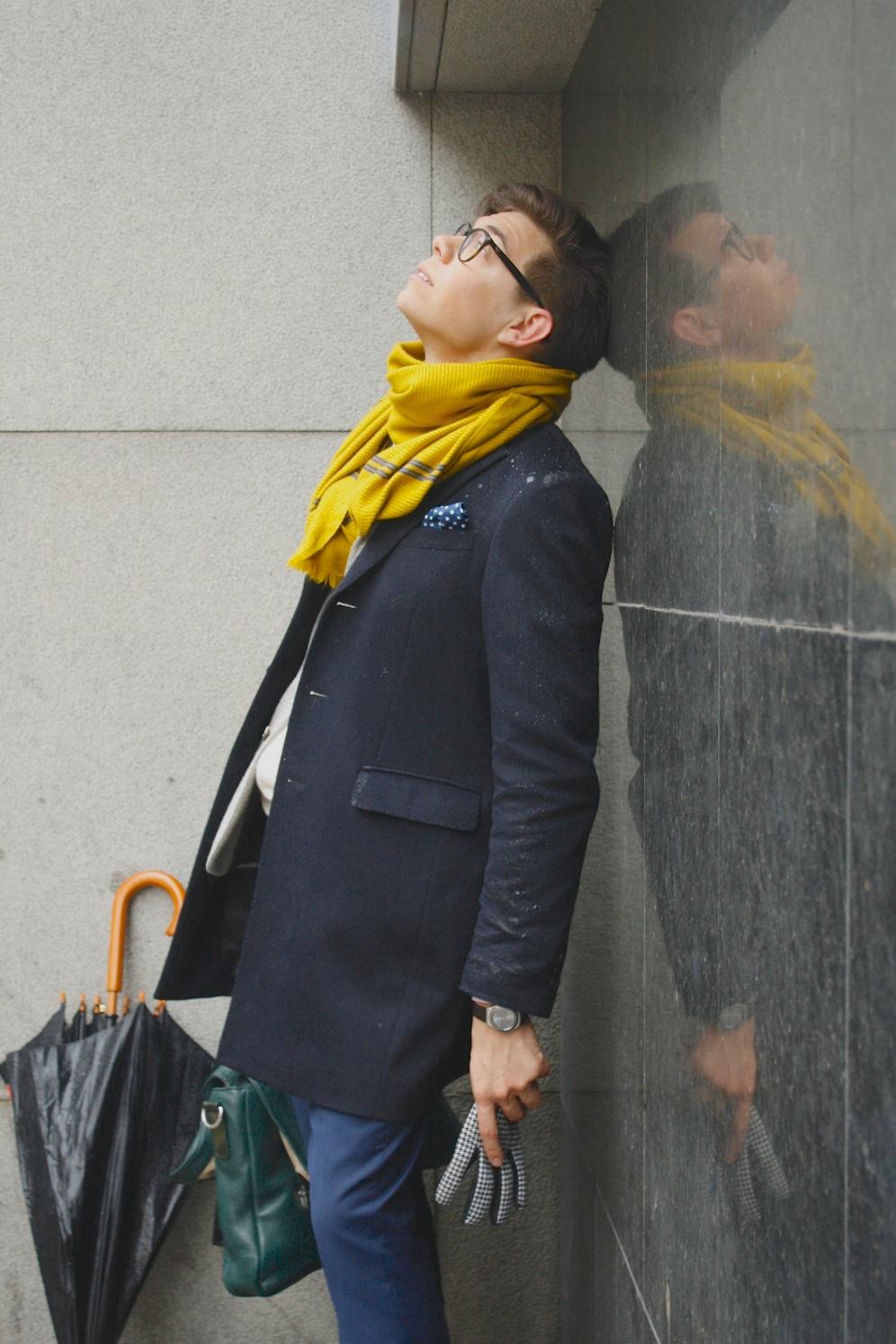 Тим Ильясов желтый шарф