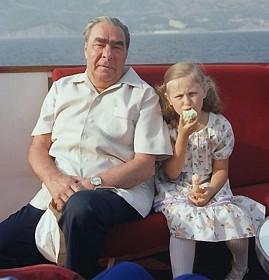 Ильич и жующая девочка